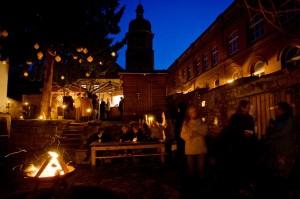 Kunst- und Handwerkermarkt im Garten des Roten Hauses